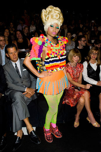 Nicki minaj entre art et extravagance capillaire for Coupe cheveux burlesque