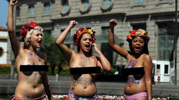 9mar2013---integrantes-do-grupo-femen-fazem-protesto-neste-sabado-9-em-frente-a-igreja-da-candelaria-no-centro-do-rio-de-janeiro-contra-a-homofobia-1362855233108_1920x1080 copie