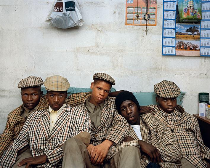 Pieter_Hugo_Loyiso Mayga, Wandise Ngcama, Lunga White, Luyanda Mzanti et Khungsile Mdolo après leur rite d'initiation, Mthatha, 2008