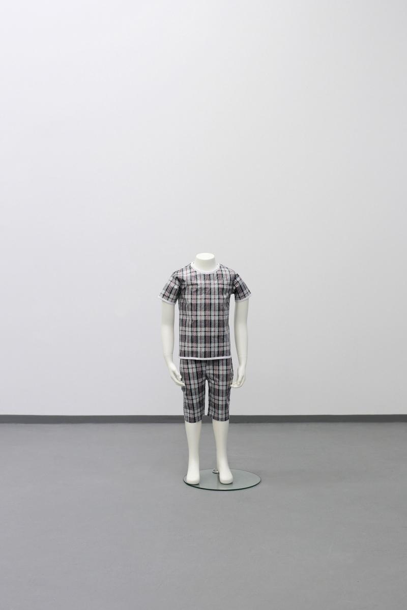 1.-sung-tieu_alien-refugee-collection-2015_fiberglass-child-size-mannequin-nylon-fabric_101-x-40-x-30-cm
