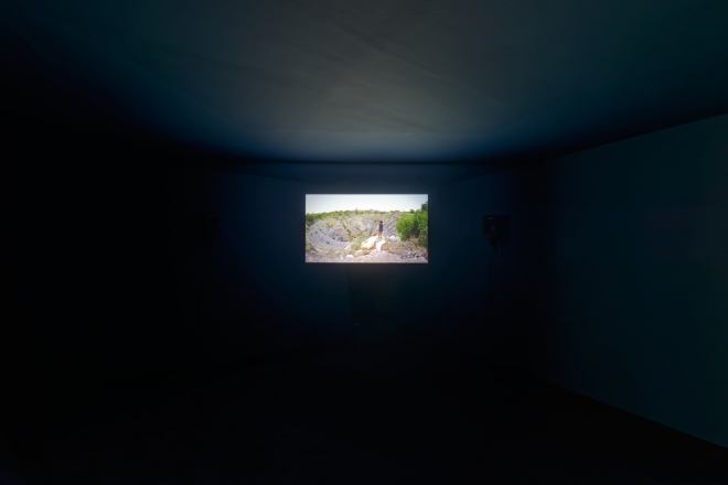 10 Otobong Nkanga - Remains of the Green Hill - 2015 - Video (Exhibition View)- HD, Stereo Sound, 5'48_ - Kadist Art Foundation Paris